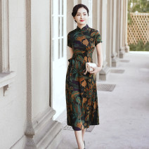 cheongsam Spring 2021 M L XL 2XL 3XL 4XL 5XL Red retro green Short sleeve long cheongsam Retro No slits daily Oblique lapel Decor Over 35 years old Piping YS-20210221023 Cryptomeria fortunei other Other 100% Pure e-commerce (online only)