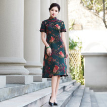 cheongsam Summer 2021 M L XL 2XL 3XL 4XL 5XL Green red Short sleeve long cheongsam Retro No slits daily Oblique lapel Decor Over 35 years old Piping YS-20210322025 Cryptomeria fortunei other Other 100% Pure e-commerce (online only) 96% and above
