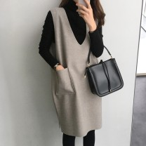 Women's large Winter of 2018 Base coat + vest skirt L recommendation 100-120 kg XL recommendation 120-140 kg 2XL recommendation 140-160 kg 3XL recommendation 160-180 kg 4XL recommendation 180-200 kg m recommendation 80-100 kg Dress Two piece set commute Socket Sleeveless Solid color Korean version