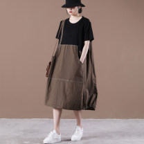 Dress Summer 2021 coffee Average size longuette singleton  Short sleeve commute Crew neck Loose waist Big swing Other / other Korean version Splicing Large pocket dress with embossed stitching 31% (inclusive) - 50% (inclusive) cotton