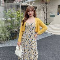 Women's large Spring 2021, summer 2021 Blue cardigan, yellow cardigan, blue floral suspender skirt, yellow floral suspender skirt XL (about 110-135 kg recommended), 2XL (about 135-160 kg recommended), 3XL (about 160-185 kg recommended), 4XL (about 185-210 kg recommended) Other oversize styles commute