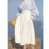 skirt Spring 2021 S,M,L It's dark at night , Luminous white Mid length dress commute High waist Pleated skirt Solid color Type A 25-29 years old 91% (inclusive) - 95% (inclusive) Poplin Yi Xiaoxiao polyester fiber Fold, splice Retro