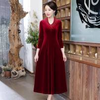Middle aged and old women's wear Autumn 2020 Wine red, purple, black noble Dress Self cultivation singleton  Solid color 50-59 years old Socket moderate V-neck routine Nail bead polyester 91% (inclusive) - 95% (inclusive) longuette Polyester
