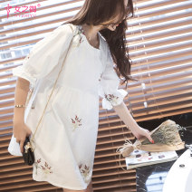 Dress The queen of women white M L XL Korean version elbow sleeve Medium length summer Crew neck 21-5027
