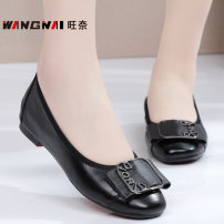 Low top shoes 35,36,37,38,39,40,41,42,43 Wangnai Square head Top leather Flat heel Low heel (1-3cm) Shallow mouth PU Spring 2020 Trochanter leisure time Adhesive shoes Middle age (40-60 years old) Solid color rubber Single shoes Napa