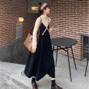Fashion suit Spring 2021 S. M, average size Apricot half high collar, black suspender skirt, coffee suspender skirt 18-25 years old 51% (inclusive) - 70% (inclusive)