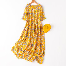 Dress Spring 2021 Loose one size fits all longuette singleton  Short sleeve commute Crew neck Loose waist Broken flowers Socket Big swing routine Type A Manis literature More than 95% Crepe de Chine silk