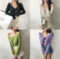 Wool knitwear Average code Fall of 2018 White purple green black Long sleeve Cardigan Conventional models Single Commuting Loose conventional Pure color V collar Acrylic 31% (inclusive) -50% (inclusive) Vintage Single-breasted Seven hundred and eighty Other / other 18-24 years old