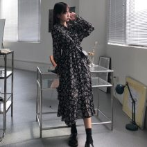 Dress Spring 2021 Broken flowers Average size longuette singleton  Long sleeves commute V-neck middle-waisted Broken flowers Socket A-line skirt routine Others 18-24 years old Type A Korean version 31% (inclusive) - 50% (inclusive)