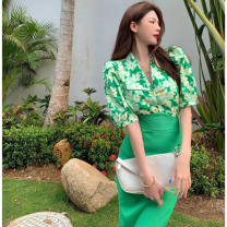 Fashion suit Summer 2021 M. L, average size Floral top one size fits all, green skirt 18-25 years old Four point eight 96% and above polyester fiber