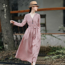 Dress Spring 2021 Pink S,M,L longuette singleton  Long sleeves commute V-neck Loose waist Solid color Socket A-line skirt routine Others 35-39 years old Type A Know the brush and ink Simplicity Folds, pockets, lace UPS, buttons ZWZJ-YZ  00074 More than 95% other hemp