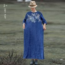 Dress Autumn 2020 blue Average size longuette singleton  three quarter sleeve commute Crew neck Loose waist other Socket Big swing routine Others 35-39 years old Type A Know the brush and ink ethnic style Pleating , Embroidery , Make old XG 821 More than 95% hemp