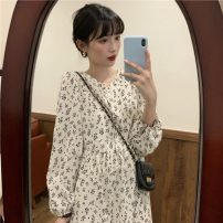 Dress Spring 2021 White, black Average size longuette singleton  Long sleeves commute V-neck Loose waist Broken flowers Single breasted Big swing puff sleeve Others 18-24 years old Korean version 81% (inclusive) - 90% (inclusive)