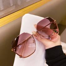 Sun glasses personality round face female Butterfly shape Less than 100 yuan Other / other Mirror cloth Anti UVA R25584 The frame is tight 21-39g (conventional) Mirror box + cloth M71 - bright black silver leg, j68 - Coffee pink, J67 - upper green brown, lower pink