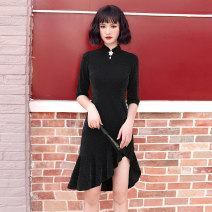 cheongsam Winter 2020 S M L XL XXL Meteor black Long sleeves Short cheongsam Retro No slits daily Round lapel Solid color 18-25 years old Piping YQK0352 Yu Qingke other Other 100% Pure e-commerce (online only)
