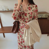 Dress Spring 2021 white S,XL,L,M longuette singleton  Long sleeves commute V-neck Decor Socket Others 18-24 years old Korean version 71% (inclusive) - 80% (inclusive)