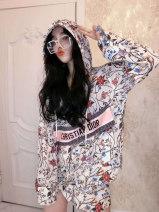 Fashion suit Autumn 2020 S M L Decor 18-25 years old Vicki 31% (inclusive) - 50% (inclusive) cotton New polyester fiber 60% cotton 40% Pure e-commerce (online only)
