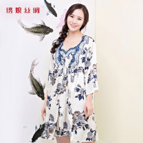 Pajamas / housewear set female Xiuniang silk M,L,XL white silk three quarter sleeve Simplicity Living clothes summer routine V-neck Plants and flowers trousers Tether middle age 2 pieces Tether More than 95% silk printing UltraShort