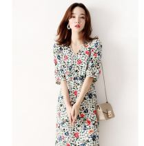Dress Summer 2021 Broken flowers S M L XL Mid length dress singleton  elbow sleeve commute V-neck High waist Broken flowers zipper A-line skirt other Others 30-34 years old Type A Qin Jiayi Korean version W26Q31949 71% (inclusive) - 80% (inclusive) Cellulose acetate Pure e-commerce (online only)
