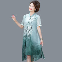 Middle aged and old women's wear Summer 2021 Green, blue, pink L,XL,XXL,XXXL,4XL,5XL Happiness Dress easy Fake two pieces scenery 40-49 years old Socket thin stand collar Medium length routine Monroembes Embroidery Silk, others 81% (inclusive) - 90% (inclusive) Medium length real silk Ruffle Skirt