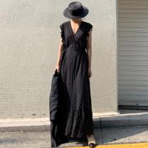 Dress Summer 2020 black Average size longuette singleton  Sleeveless commute V-neck Dot 18-24 years old Other / other Korean version