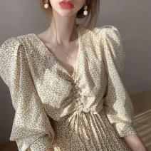 Dress Spring 2020 Off white, black Average size longuette singleton  Long sleeves commute V-neck High waist Decor Pleated skirt puff sleeve 18-24 years old Korean version