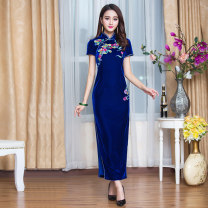 cheongsam Autumn of 2019 XXL,XXXL,S,M,L,XL,4XL Short sleeve long cheongsam Retro High slit banquet Straight front Decor Over 35 years old Embroidery Chinese Classics