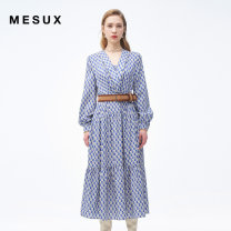 Dress Spring 2021 Blue printing XS/155 S/160 M/165 L/170 XL/175 Mid length dress Long sleeves V-neck High waist Single breasted other routine 30-34 years old Type H Mesux / MI Xiu printing MJSUO609 More than 95% polyester fiber Polyester 100% Same model in shopping mall (sold online and offline)