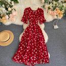 Dress See description Average size Short sleeve V-neck other