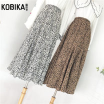 skirt Winter of 2018 longuette Retro High waist Splicing style Leopard Print 18-24 years old More than 95% corduroy Corbica other fold Other 100% Same model in shopping mall (sold online and offline) 401g / m ^ 2 (inclusive) - 500g / m ^ 2 (inclusive)