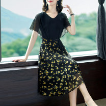 Dress Summer 2021 Black fake two black fake two- S M L XL 2XL 3XL Mid length dress singleton  Short sleeve commute V-neck middle-waisted Decor Socket A-line skirt routine Others 40-49 years old Type A Yi meichu lady Screen printing YN-1209 More than 95% other other Other 100%