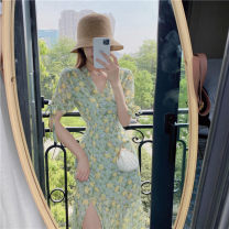 Dress Summer 2020 green S M longuette singleton  Short sleeve commute V-neck High waist Broken flowers Socket A-line skirt other Others 25-29 years old Type A Delini Korean version a167 51% (inclusive) - 70% (inclusive) Chiffon polyester fiber Polyester 60% other 40% Pure e-commerce (online only)