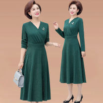 Middle aged and old women's wear Spring of 2019 Red green XL [recommended 90-100 kg] 2XL [recommended 100-110 kg] 3XL [recommended 110-125 kg] 4XL [recommended 125-135 kg] fashion Dress Self cultivation singleton  Solid color 40-49 years old Socket thin V-neck Medium length routine YXL8812 zipper