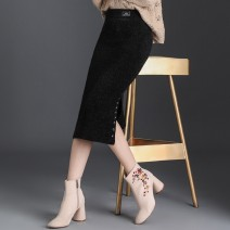 skirt Winter of 2019 M/27 L/28 XL/29 XXL/30 XXXL/31 4XL/32 black Mid length dress commute High waist skirt Type H 30-34 years old M63-585373KFRo More than 95% Zdj other Three dimensional decorative button Korean version Other 100.00%