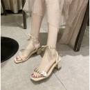 Sandals 33. All yards are too big and feet are thin. It's recommended to take one smaller, 34, 35, 36, 37, 38, 39, 40 Red, off white PU Other / other Barefoot Square heel Middle heel (3-5cm) Summer 2020 Frenulum leisure time Color matching daily Thick heel mules