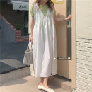 Dress Summer 2021 Fruit green T-shirt, white dress Average size Mid length dress Two piece set Sleeveless commute V-neck Loose waist Socket Big swing routine straps 18-24 years old Korean version 51% (inclusive) - 70% (inclusive) other cotton