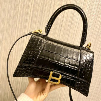 Bag The single shoulder bag cowhide Crescent bag Other / other brand new European and American fashion in leisure time soft Magnetic buckle no Solid color Single root One shoulder cross carry nothing youth Horizontal square Sewing Soft handle synthetic leather inside pocket with a zipper