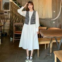 Fashion suit Autumn 2020 Average size White dress, black dress, vest piece 18-25 years old 51% (inclusive) - 70% (inclusive)