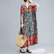 Women's large Summer 2020 Blue flowers on a red background Big size average Dress singleton  Sweet easy thin Socket Short sleeve Plants and flowers V-neck Medium length cotton printing and dyeing 40-49 years old 31% (inclusive) - 50% (inclusive) longuette Bohemia