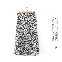 skirt Spring 2021 Single code Flowers on a white background Mid length dress Cool ink lacks autumn