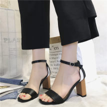 Sandals 35 36 37 38 39 White, black, pink Vanessa PU Barefoot Horseshoe heel Low heel (1-3cm) Summer of 2018 Trochanter Korean version Solid color Adhesive shoes Youth (18-40 years old) daily Ankle strap Low Gang Lateral space PU PU 0504 Roman shoes zero point seven two One