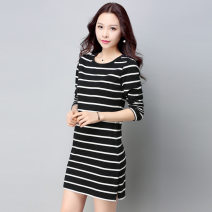 T-shirt Black and white stripes, blue and green stripes M,L,XL,2XL,3XL,4XL Autumn of 2018 Long sleeves Crew neck easy Medium length routine commute cotton 86% (inclusive) -95% (inclusive) 25-29 years old Korean version originality Thin horizontal stripe