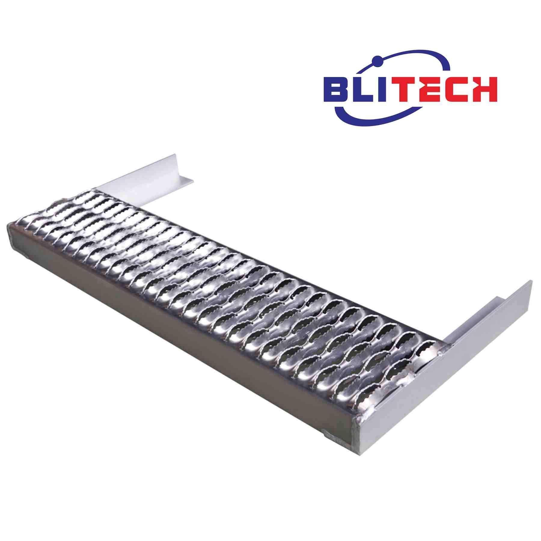 Blitech Peterbilt 379 of 29.5 inch Size Battery Box Heavy Duty Step Replacement Kit - 388 389