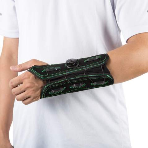 Rolyan Regular Length Enlarged Thumb Hole D-Ring Wrist Braces Fixed Position Stabilizer Brace with Secure Closure for Immobilization Right Medium Tendonitis Recovery Treatment for Arthritis