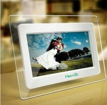 7 Inch TFT LCD Wide Screen Digital 2000 Photos Display Frame with Calendar Support Tf Sd/Sdhc/USB Flash Drives- Support 32GB SD Card