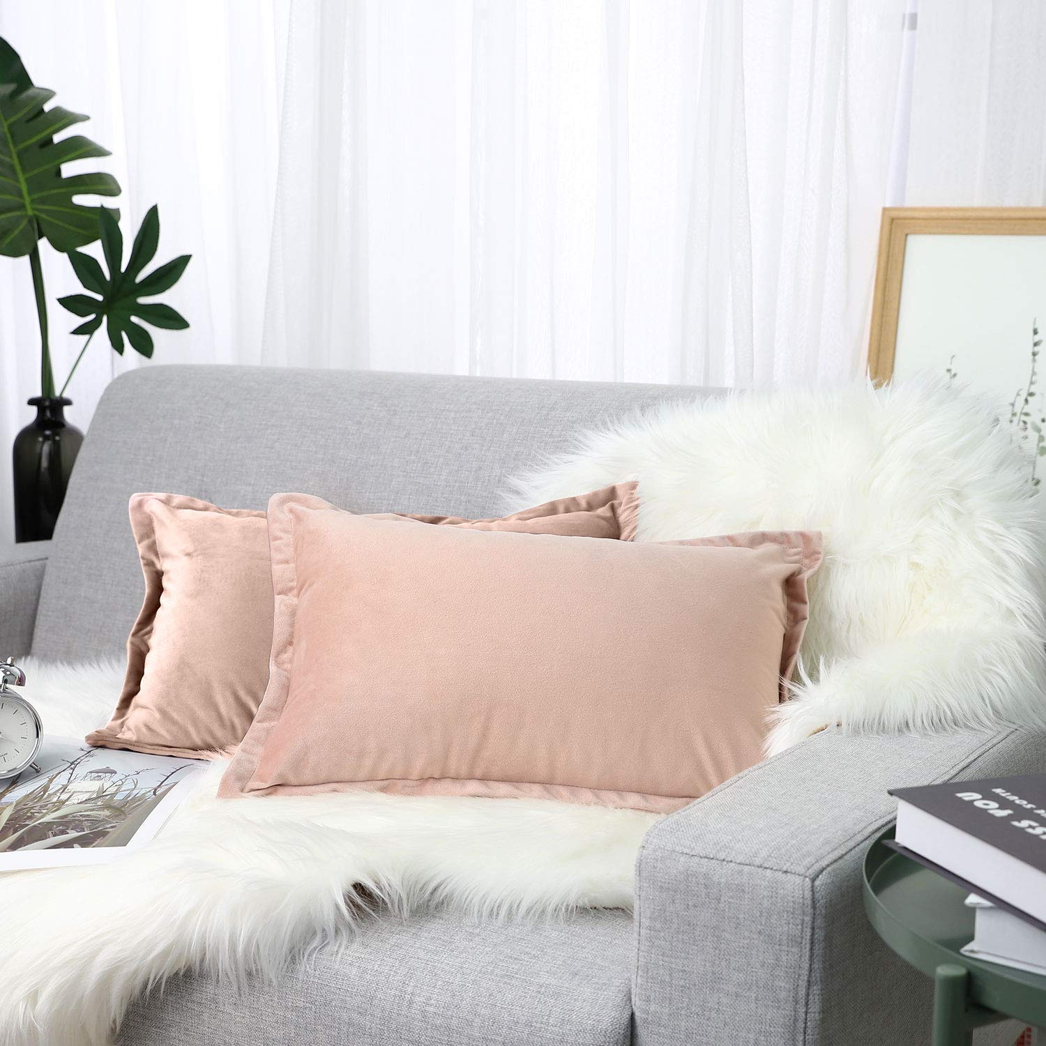 """Lewondr Velvet Throw Pillow Cover, 2 Pack Soft Solid Color Modern Square Pillow Case Throw Cushion Covers with Hem Stitch for Car Sofa Bed Home Decor, 12""""x20""""(30x50cm), Pink"""