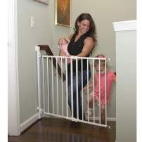 """Qdos Extending SafeGate Baby Gate - Meets Tougher European Standards - Angle Mount Capable - Templates for Easy Installation - Safe for Top of Stairs - Fits openings 26"""" - 41""""  Hardware Mount   White"""
