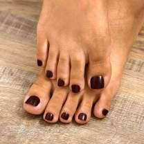 Yokawe 24Pcs Glitter Fake Toenails Chocolate Brown Full Cover Acrylic Glossy Fake Nails for Toes False Nails Press on Toe Art Tips for Women and Girls