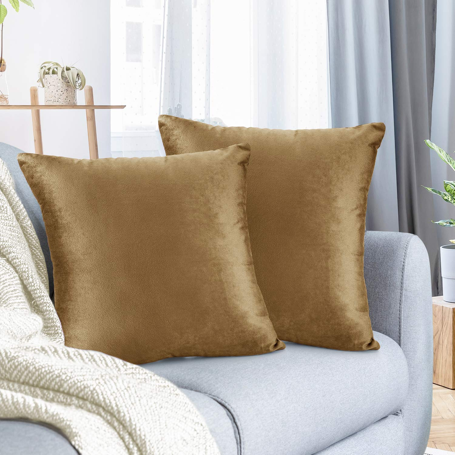 """Nestl Bedding Throw Pillow Cover 20"""" x 20"""" Soft Square Decorative Throw Pillow Covers Cozy Velvet Cushion Case for Sofa Couch Bedroom, Set of 2, Mocha Light Brown"""