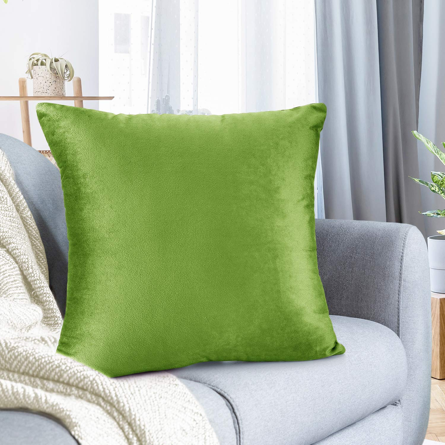"""Nestl Bedding Throw Pillow Cover 18"""" x 18"""" Soft Square Decorative Throw Pillow Covers Cozy Velvet Cushion Case for Sofa Couch Bedroom - Garden Green"""